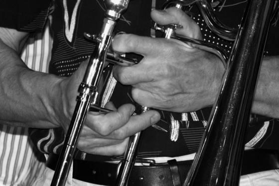 Horn hands