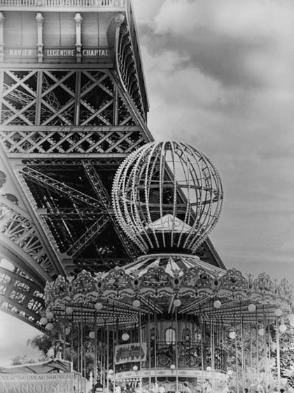 Eiffel carousel