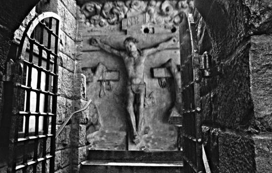 Perpetual crucifixation