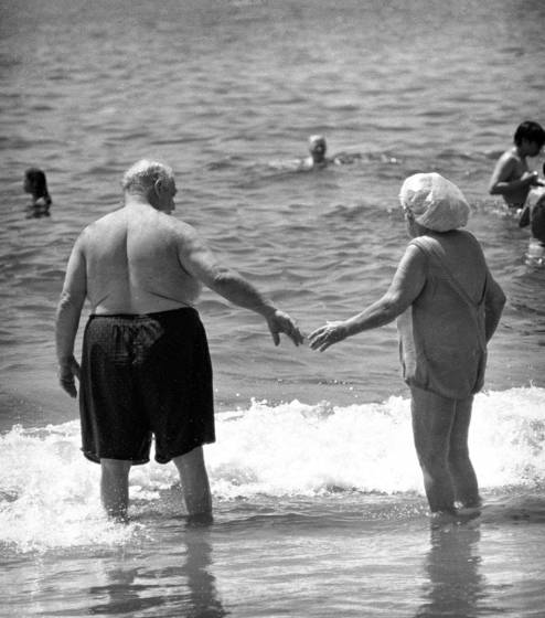 05 old couple coney island ny 1976