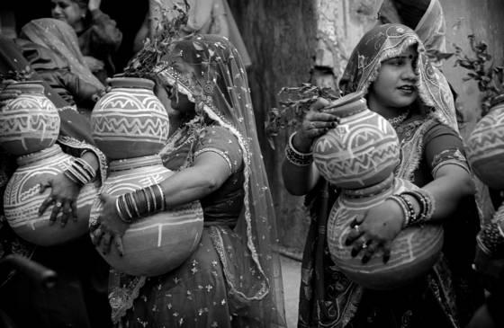 05 women with jars delhi india 2008