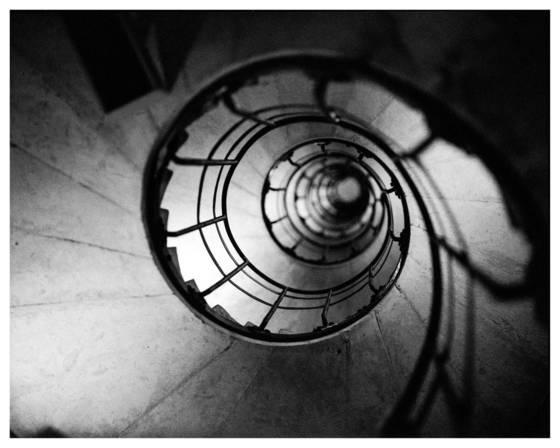 9  arc de triumph stairway