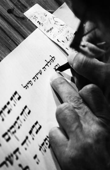 Scribe qasrin synagogue bw 1110