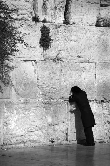 Praying at the kotel 1604