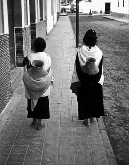 Two guambiano women