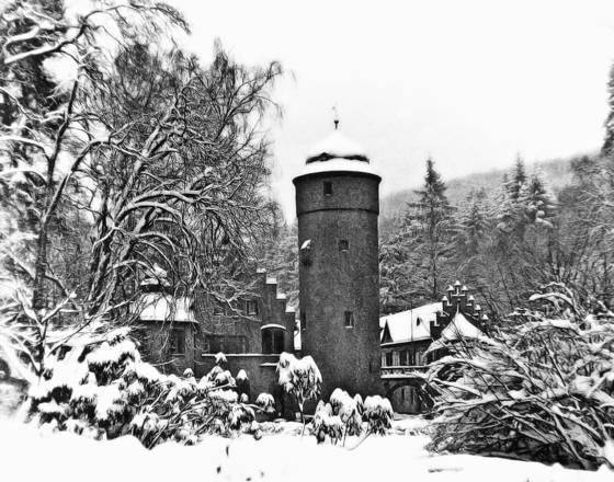Snow on mespelbrunn castle