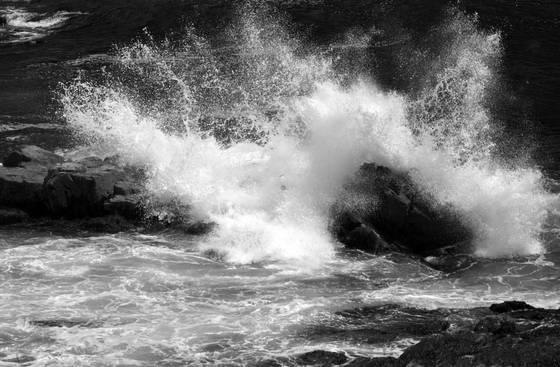 Rocks   crashing waves 2