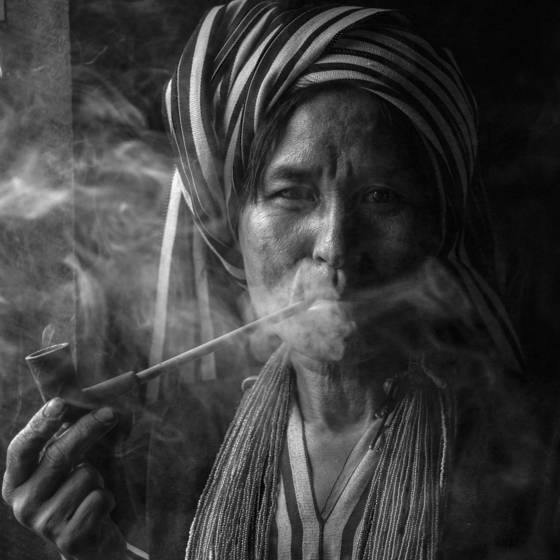 Moon chin woman with pipe