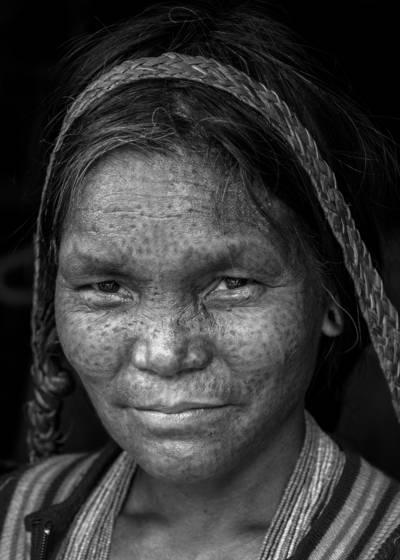 Ra chin woman