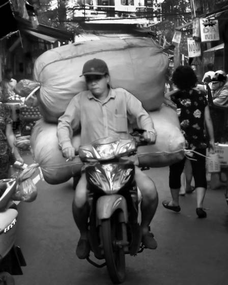 Street of hanoi 11