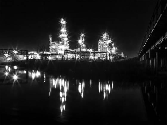 Refinery nocturne