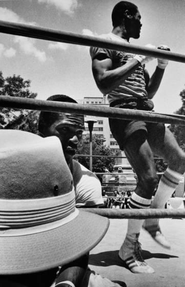 Street fight boxing demonstration
