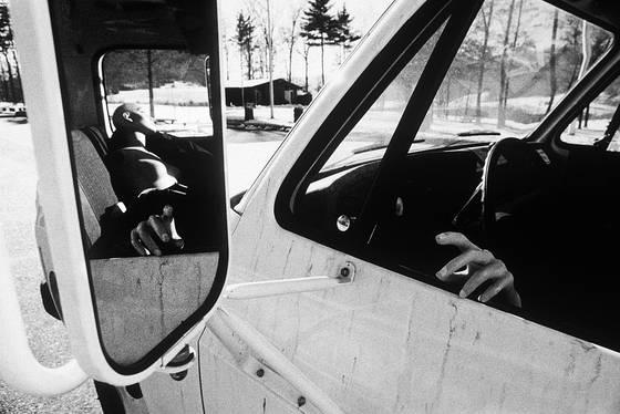 Mannequ in mirror truck i70