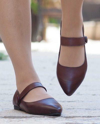 נעלי עור חומות