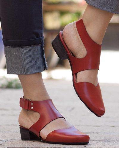 סנדלי נשים אדומות מעור