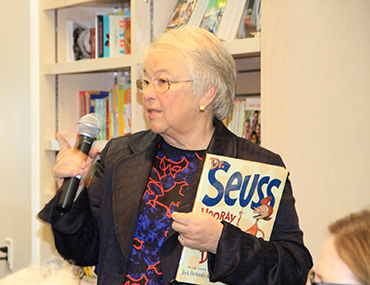 Chancellor Carmen Farina holds Dr. Seuss book