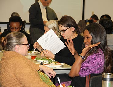Weisman Symposium guests mingle over dinner