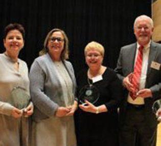 Distiguished alumni win awards