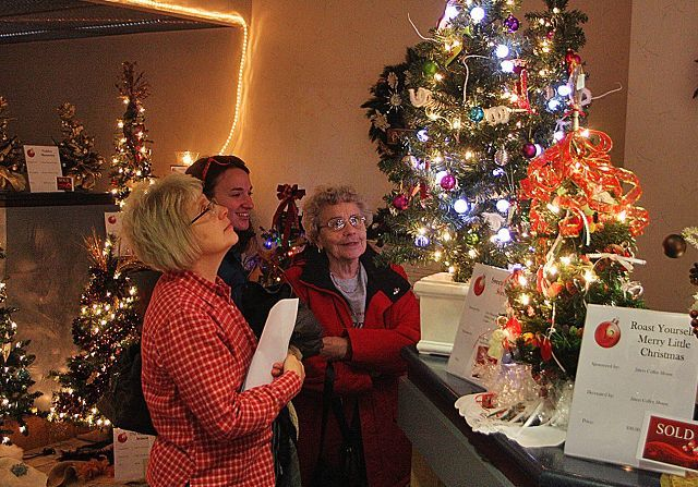 When Does Christmas Season Start.Pomerene Hospital Auxiliary Lights Up Christmas The