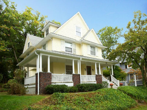 322 Highland Ave. Listed at $769,000. Sold: $830,000