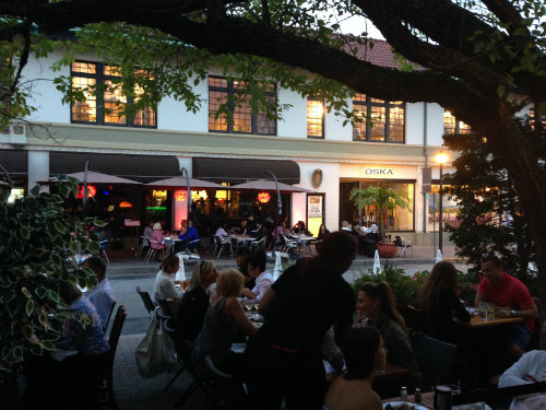 Alfresco meals and music make for magical Saturday nights.