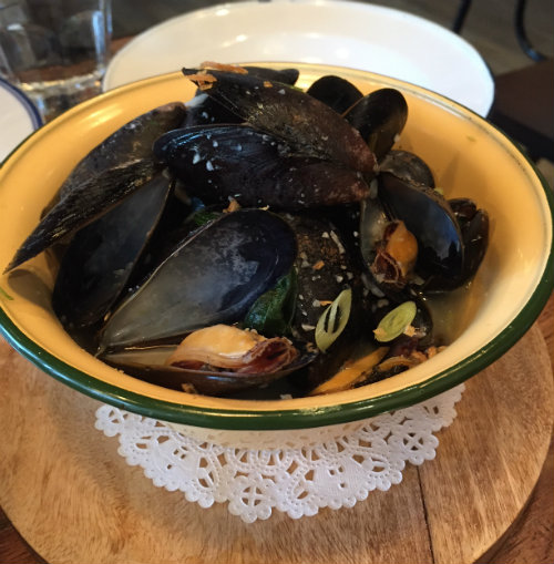 Steamed mussels with lemongrass, lime and basil