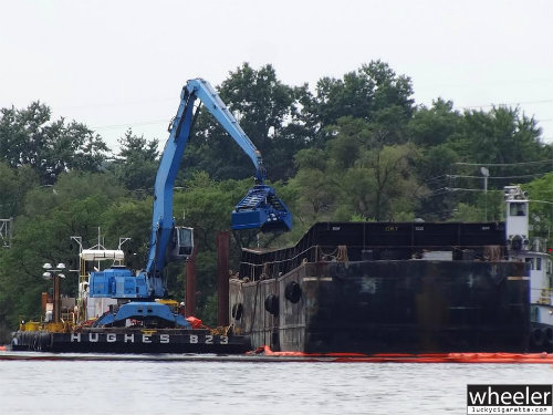 EPA dredging contaminated sediment from the Passaic River by Riverside County Park North in Lyndhurst.