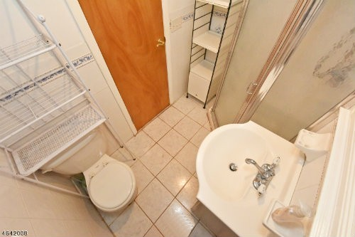 717 Beverly Bathroom