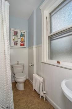 717 Bloomfield 2 bathroom
