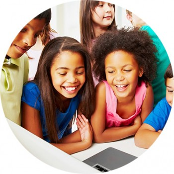 kids_looking_at_computer