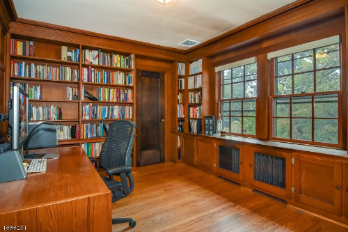 1009-christopher-office