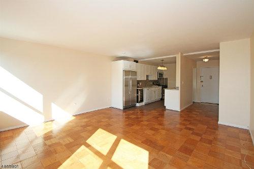 1030-gr-apartment