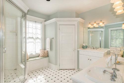 108-lorraine-bathroom
