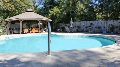 Pool & Outdoor Kitchen