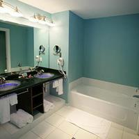 bathoom with double sink and tub