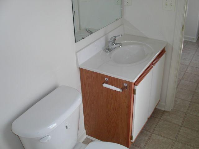 Talons Square South Bathroom