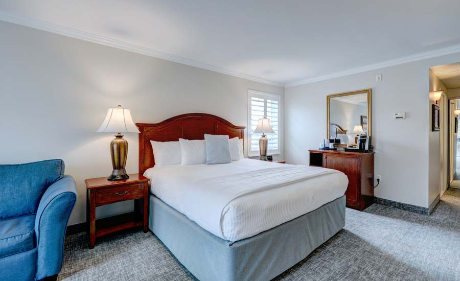 Deluxe King Handicap Accessible with Walk-in Shower Eastern Views