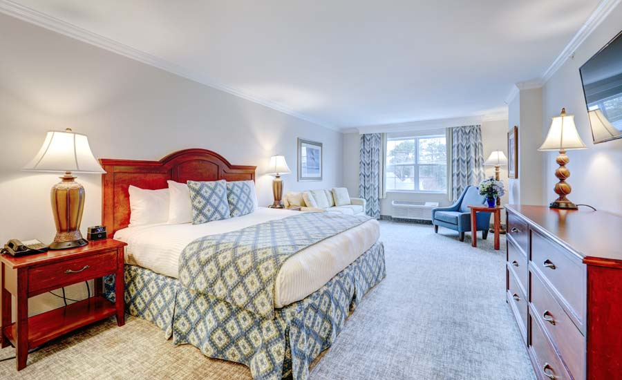 Deluxe King with Walk-in Shower Overlooking Lake Avenue
