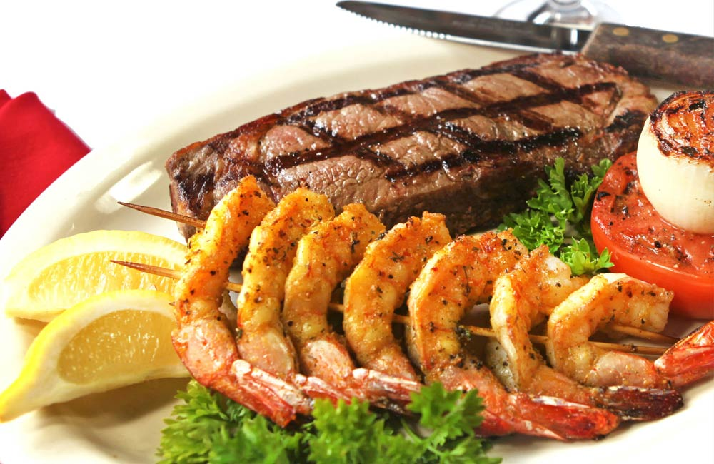 Fresh seafood and steaks served at Luna Del Sea