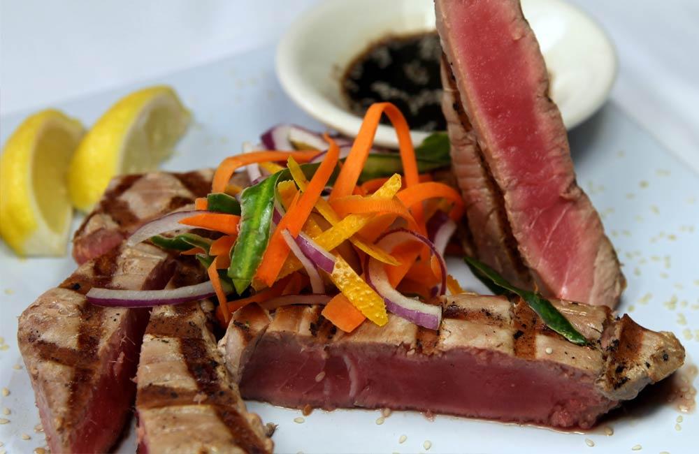 Fresh tuna served at Luna Del Sea