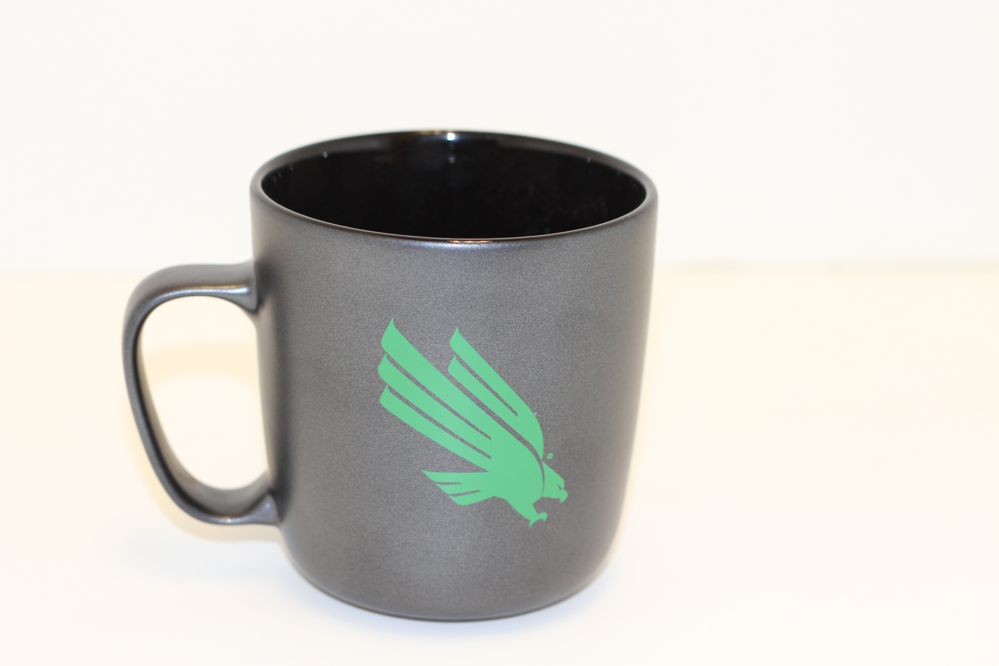 18 OZ. BLACK UNT MUG