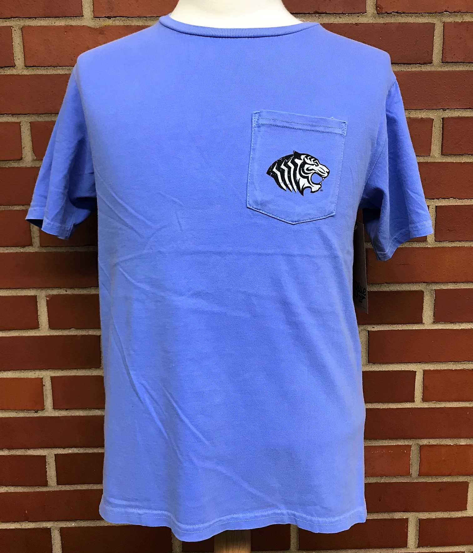 OUACHITA TIGERS CIRCLE POCKET CC TEE