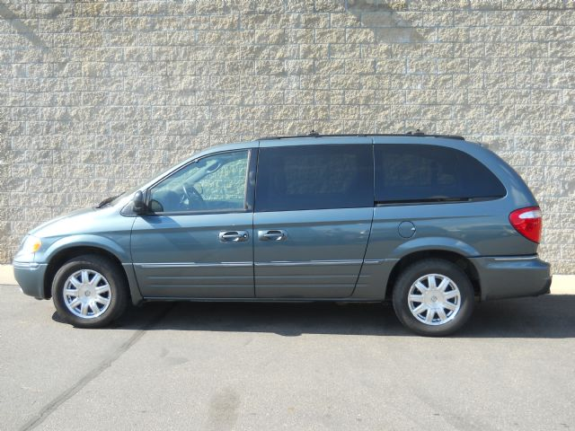 2005 Chrysler Town & Country Albany MN
