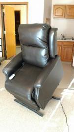 Lift Chair $350 - Osakis, MN (56360)  Black. Like Alexandria, MN