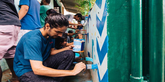 The Aravani Art Project has gained a lot of recognition, attracting artists, students and the general public, enabling them to contribute to the project as well.