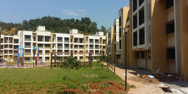 Average price for a flat in Shahapur is around Rs 2,280 per sq ft.
