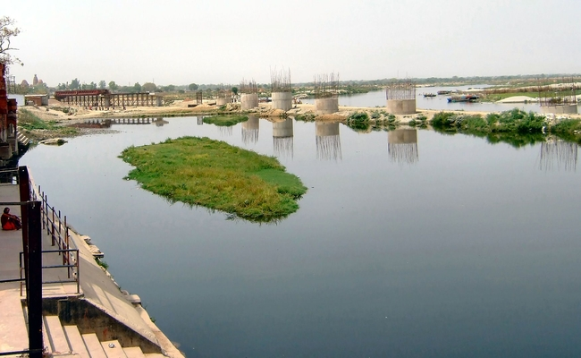 The Delhi LG directed all stakeholders & agencies to work in tandem & develop the Yamuna riverfront