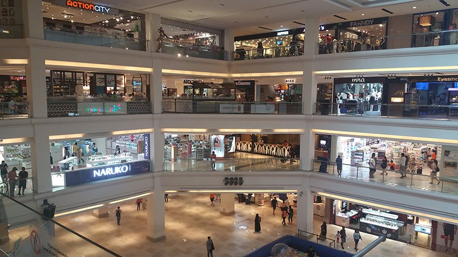 Malaysia's retail sector has worst performance since 1987 recession.