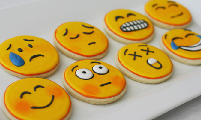 Emojis rake in millions for China artists, apps