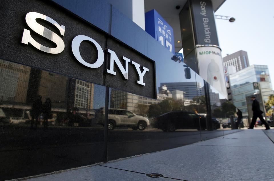 Sony new $185M fund to invest in tech startups; Beijing will replace all taxis with electric cars in 2 years